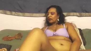 MATURE INDIAN RUBS DILDO ON HER FEET WEARING SANDALS