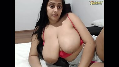 Roasweet02 shows and shakes big tits