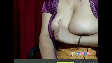 deshi bhabi's Big boobs showing on live chat