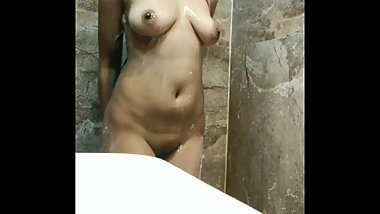 Wanna join a kinky Indian girl in the shower?