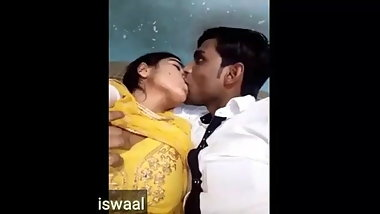 Indian big boobs bhabi romance in car