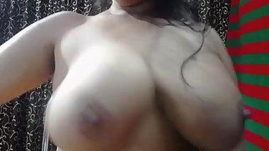 "Indian Woman Playing with BigBoobs chaturbate "" indiann_anu """