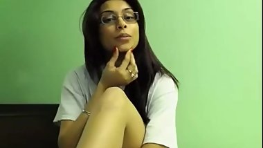 Desi cam girl hot show.