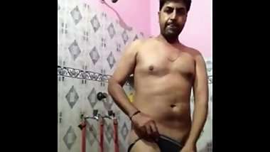 Married indian daddy shiwing underwears before taking bath