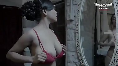 Sexy Bhabhi Changing Her Clothes