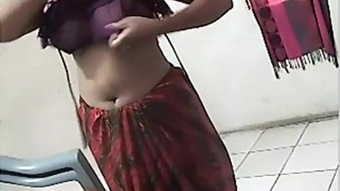 Awesome desi MILF fingering on cam