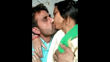 Jija Sali kissing