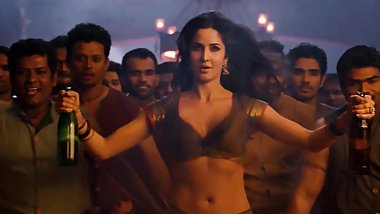 Desi Katrina shaking boobs